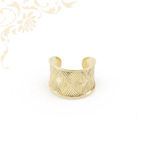 Széles fejrészű, exkluzív megjelenésű női arany gyűrű