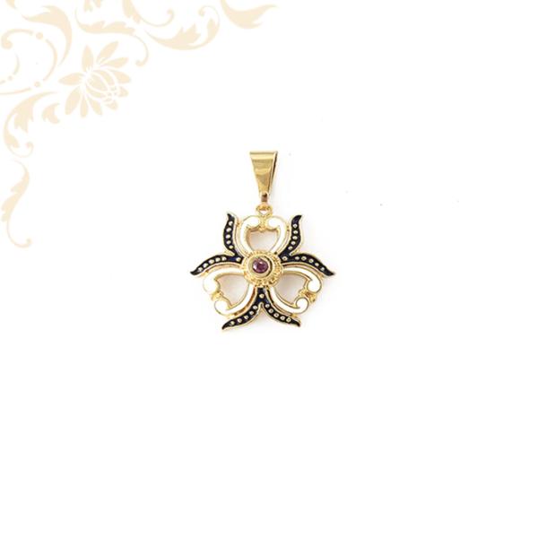 Zománzocott női arany medál rubin kővel ékesítve