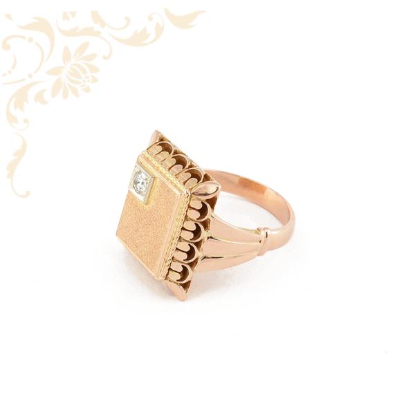 Férfi arany pecsétgyűrű briliáns csiszolású gyémánttal ékesítve
