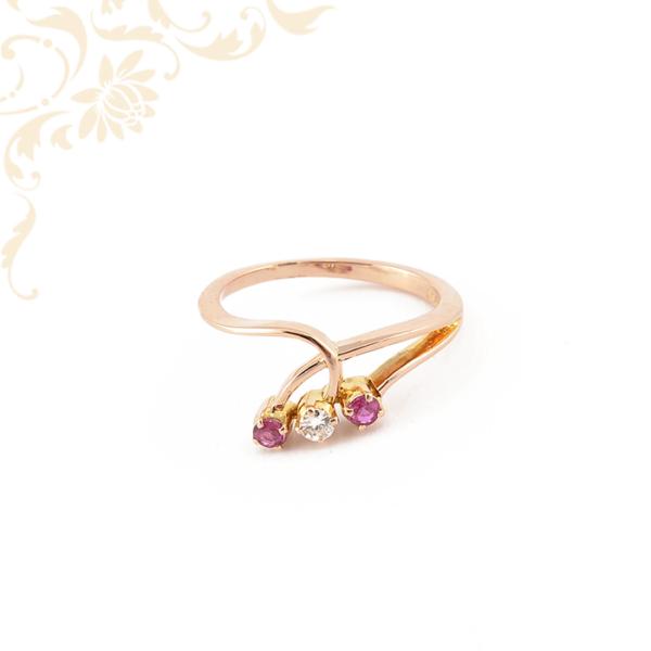 Gyémánt és rubin kővel ékesített női arany gyűrű