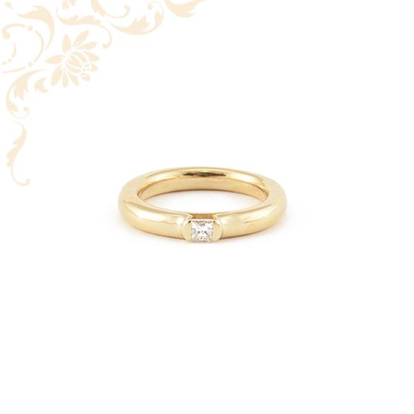 Szép és elegáns női arany gyémánt gyűrű