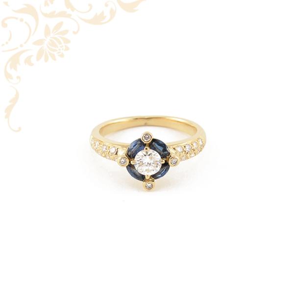 Női arany gyűrű gyémántokkal és zafírral ékesítve.