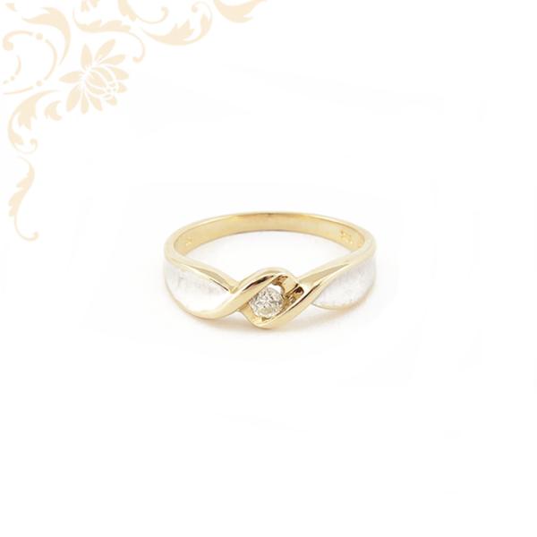 Női arany gyémánt gyűrű ródiumozással díszítve.