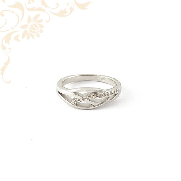 Briliáns csiszolású gyémántokkal ékesített női arany gyűrű