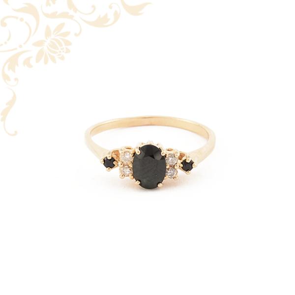 Zafíral és gyémánttal díszített női arany gyűrű