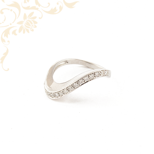 Különleges fazonú, 18 karátos fehérarany gyémánt gyűrű
