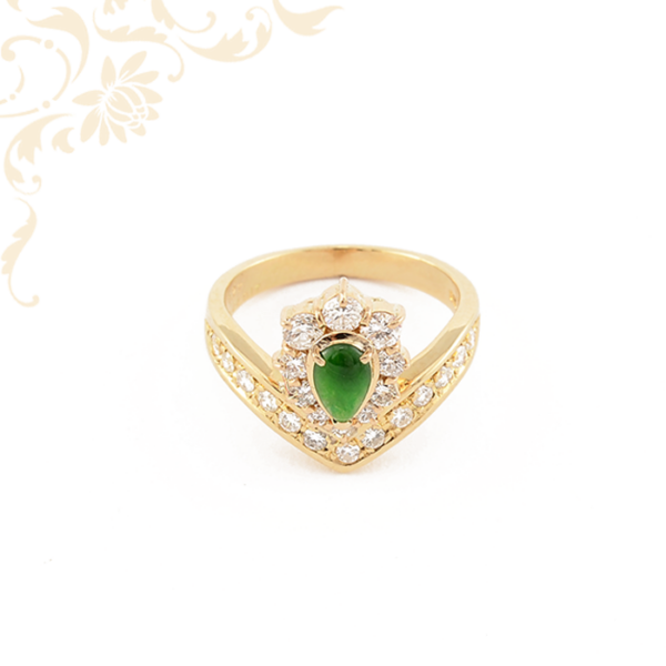 Smaragd és briliáns csiszolású gyémántokkal díszített női arany gyűrű