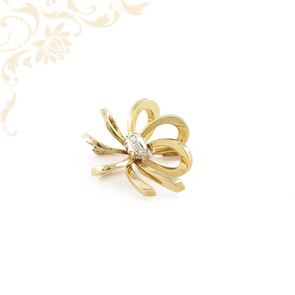 Gyémántokkal ékesített női arany kitűző.