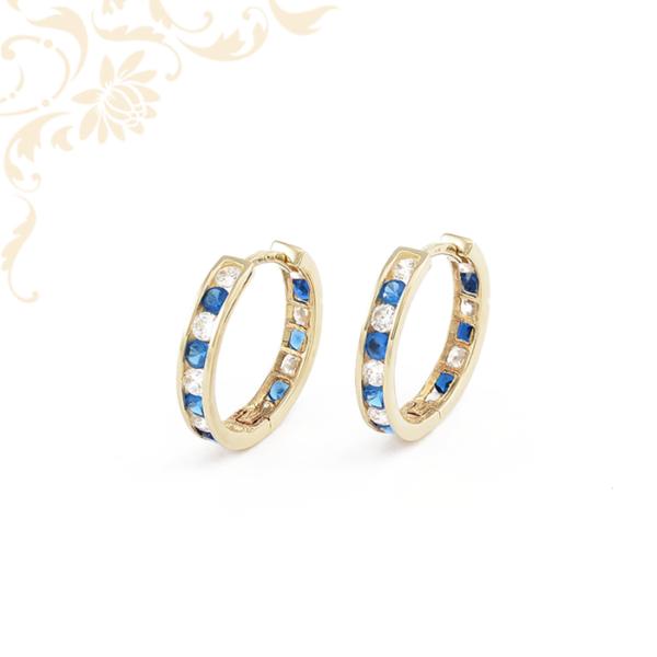 Fehér és kék színű kövekkel díszített, női köves arany karika fülbevaló
