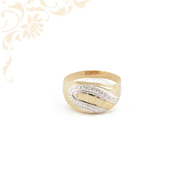 Kis súlyú női arany gyűrű gyémántvésett mintával díszítve.