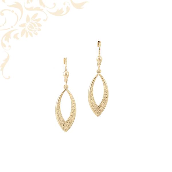 Gyémántvésett mintával díszített női arany lógós fülbevaló