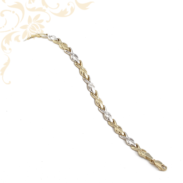 Üreges, női arany karkötő.
