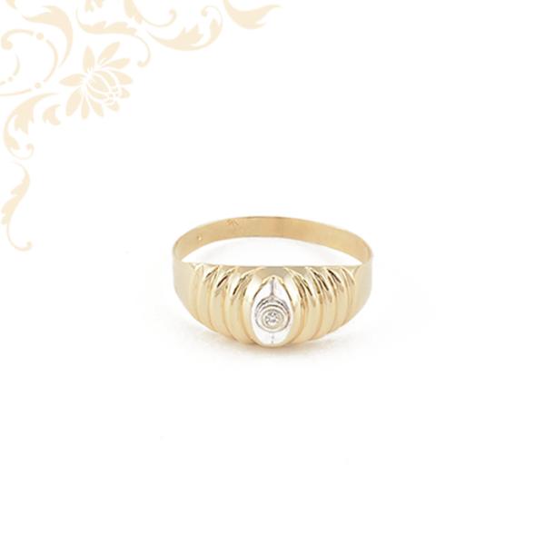 Kis súlyú női köves arany gyűrű.