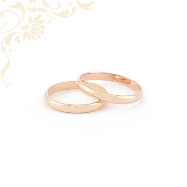 Rozé aranyból készült karikagyűrű pár.