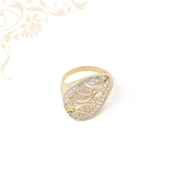 Női köves arany gyűrű, cirkónia kövekkel díszítve.