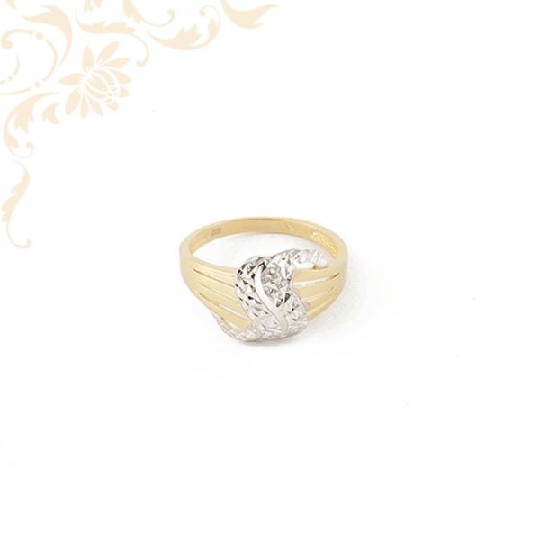 Széles, áttört fejrészű női arany gyűrű ródium bevonattal díszítve