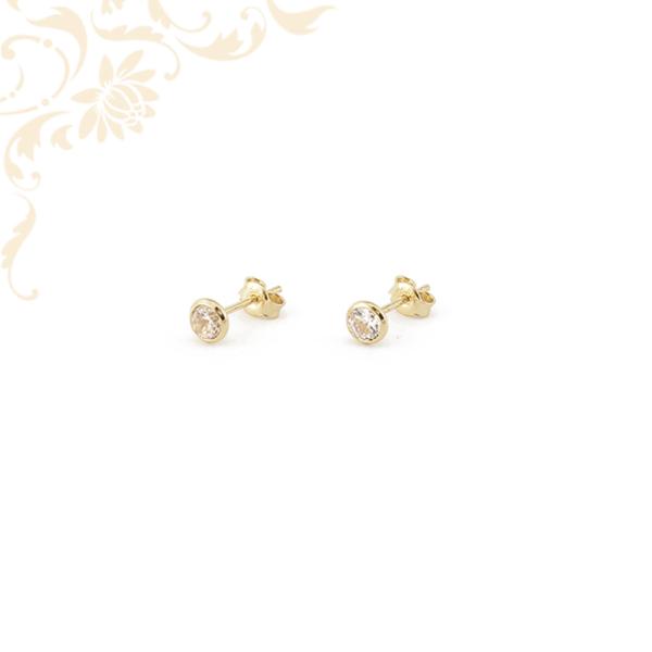 Csillogó fehér színű cirkónia kővel ékesített, köves arany fülbevaló, stekkeres záródással
