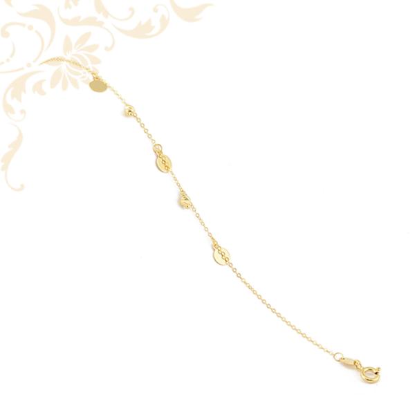 Kis súlyú, anker fazonú női arany karlánc, üreges, gyémántvésett arany gömbökkel és kör alakú lapmedálokkal.
