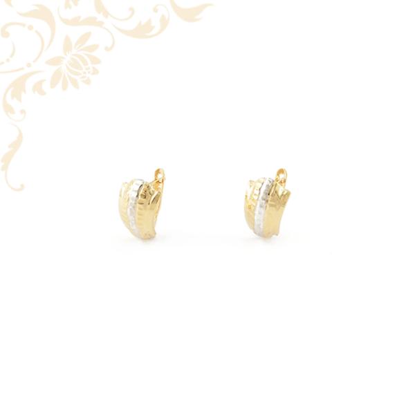 Gyémántvésett mintával és ródium bevonattal díszített arany fülbevaló