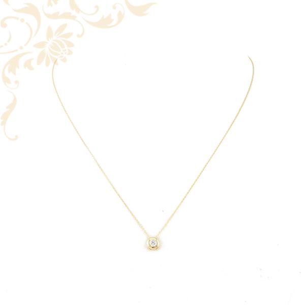 Kis súlyú, anker fazonú női arany nyaklánc, cirkónia köves medállal