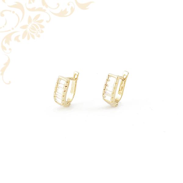 Szintetikus kövekkel ékesített arany fülbevaló