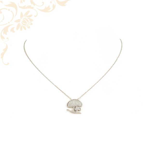 Ezüst gyermek nyaklánc, fehér színű cirkónia köves gomba medállal díszítve