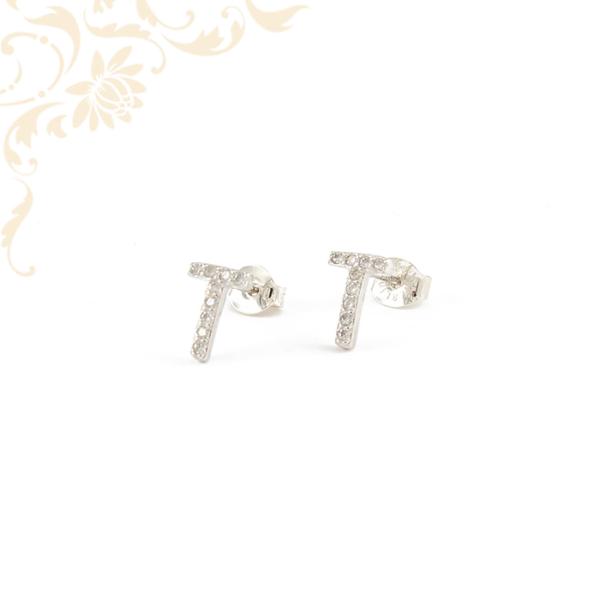 T betűt mintázó ezüst fülbevaló, fehér színű cirkónia kövekkel díszítve