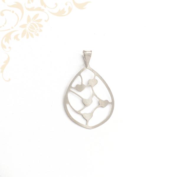 Áttört női ezüst medál, szívecskékkel díszítve