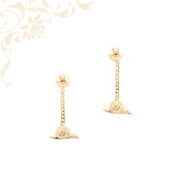 Csiga alakú, arany lógós fülbevaló