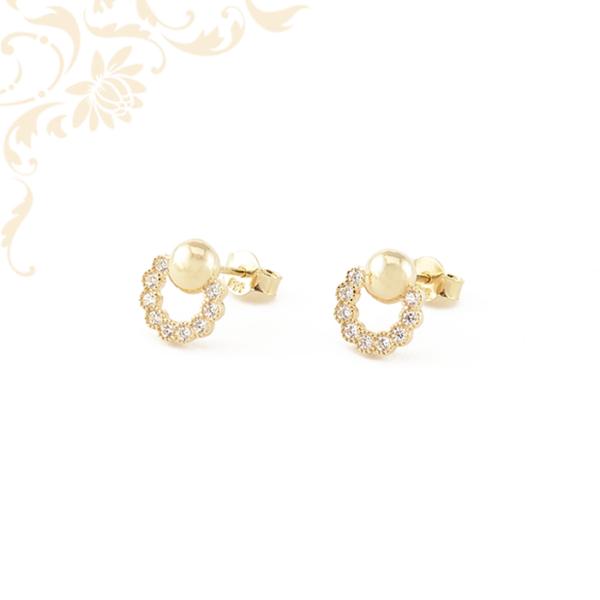 Gyönyörűségesen szép, stekkeres arany fülbevaló, fehér színű cirkónia kövekkel díszítve.