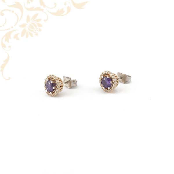 Univerzális arany fülbevaló lila és fehér színű kövekkel ékesítve