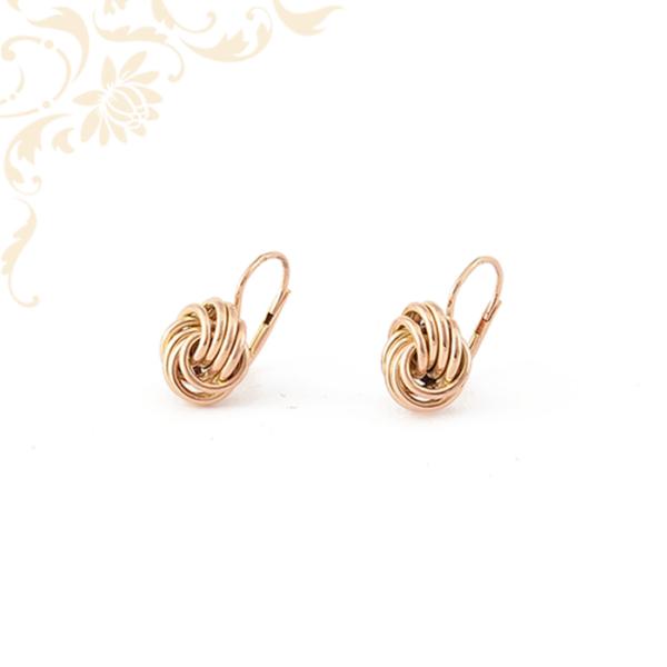 Klasszikus fazonú női arany fülbevaló
