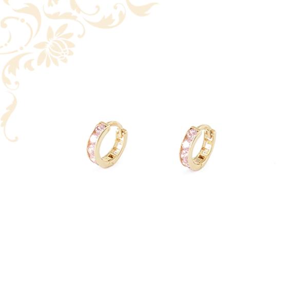 Rózsaszín színű kövekkel díszített gyermek arany karika fülbevaló