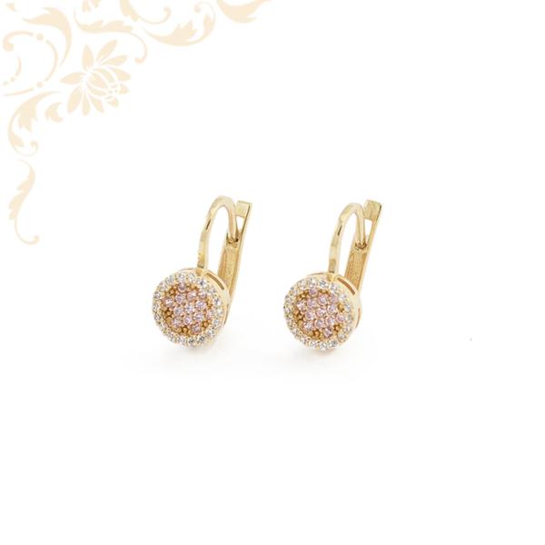 Nagyon dekoratív, fehér színű cirkónia és rózsaszín színű szintetikus kövekkel díszített arany fülbevaló