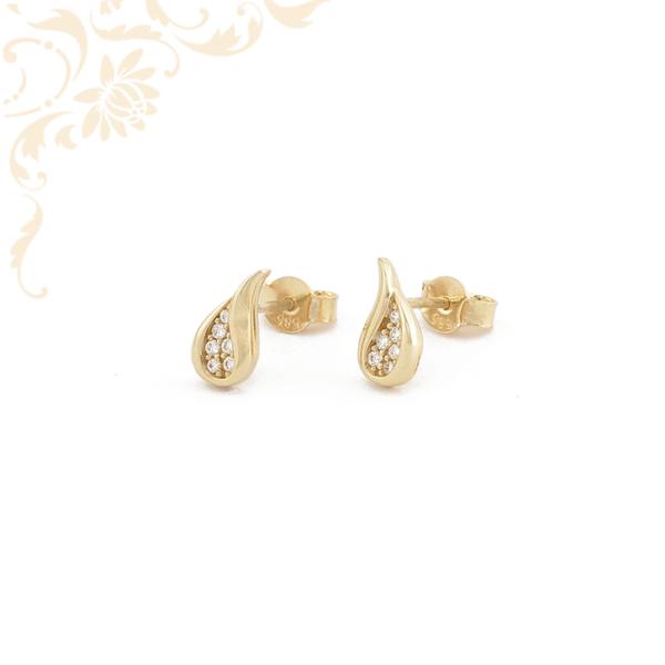 Csepp formájú, csillogó fehér színű cirkónia kövekkel díszített, köves arany fülbevaló.