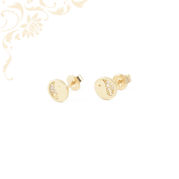 Nagyon dekoratív, stekkeres arany fülbevaló, fehér színű cirkónia kövekkel díszítve