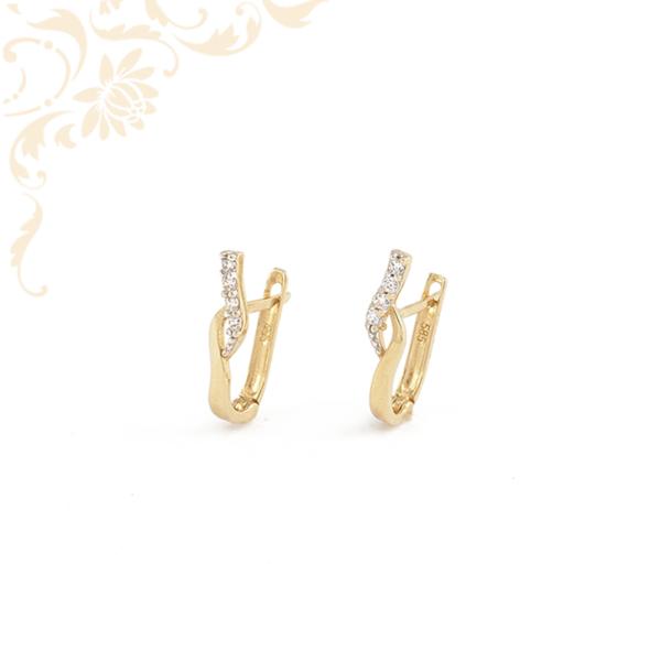 Áttört, fehér színű cirkónia kövekkel díszített, köves arany fülbevaló.