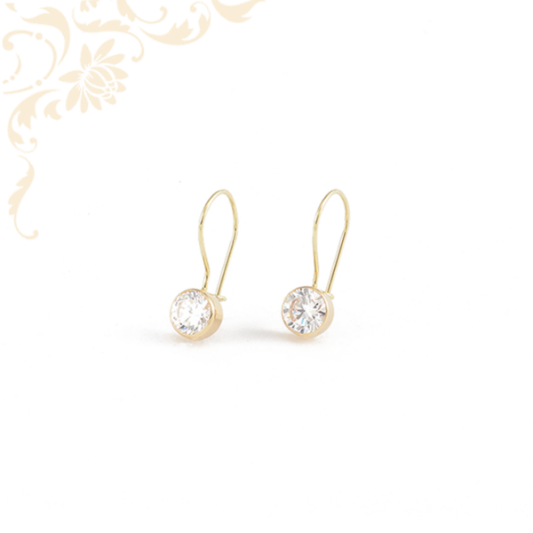 Fehér színű cirkónia kővel díszített, arany fülbevaló.