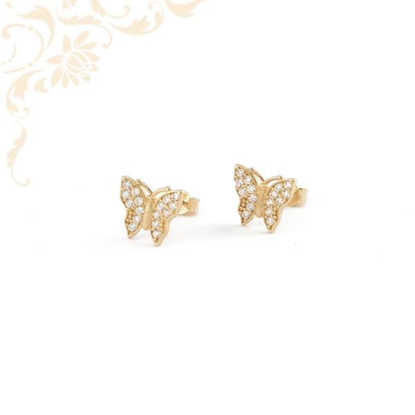 Pillangó formájú arany fülbevaló, csillogó fehér színű cirkónia kövekkel kirakva.