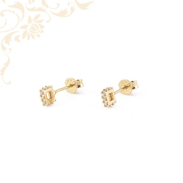 Nagyon különleges fazonú, fehér színű cirkónia kövekkel díszített, köves arany fülbevaló