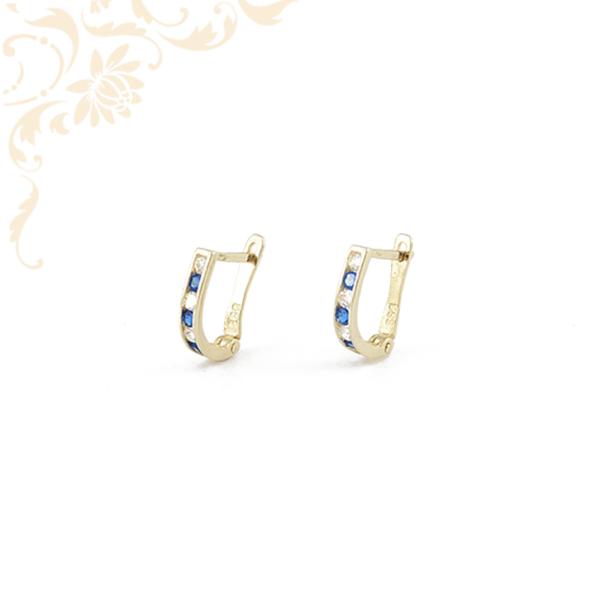 Kék színű szintetikus, fehér színű cirkónia kövekkel díszített, gyermek arany fülbevaló.