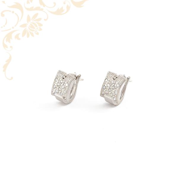 Csillogó fehér színű cirkónia kövekkel ékesített fehérarany női fülbevaló