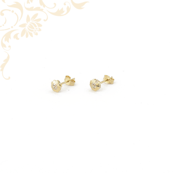 Virág formájú, fehér színű cirkónia köves arany fülbevaló, stekkeres záródással.