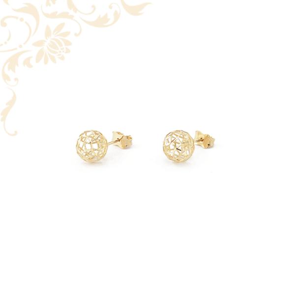 Kis súlyú, áttört gömb formájú (3D) arany fülbevaló.