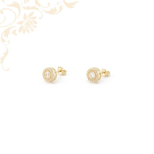Kör alakú köves arany fülbevaló, 1 nagyobb és sok kicsi fehér színű cirkónia kövekkel ékesítve