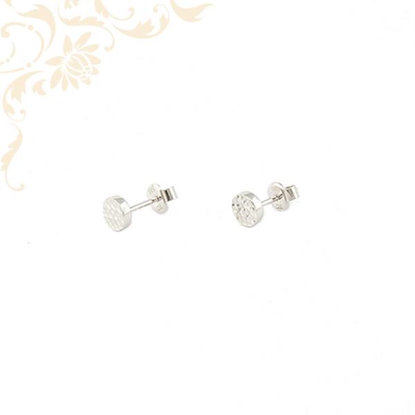 Kör alakúarany fülbevaló, gyémántvésett mintávaldíszítve.