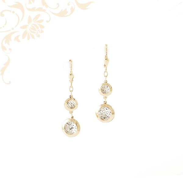 Csüngős-lógós női arany fülbevaló, gyémántvésett mintával és ródium bevonattal díszítve