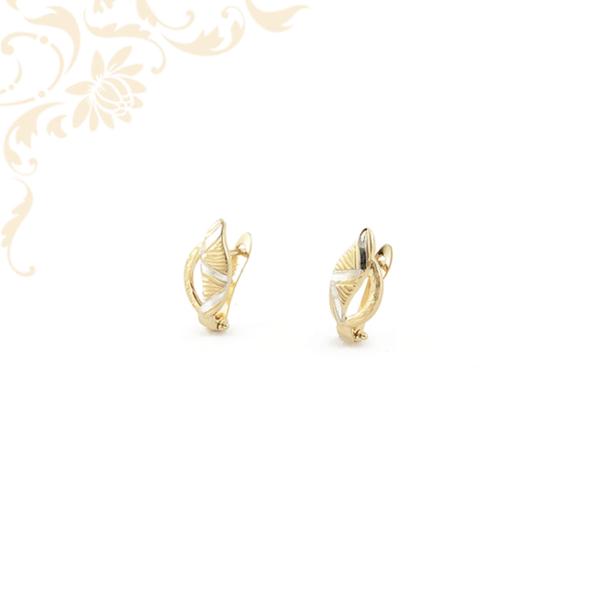 Gyémántvésett mintával és ródium bevonattal díszített női arany fülbevaló