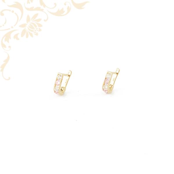 Fehér és rózsaszín színű kövekkel ékesített gyermek arany fülbevaló