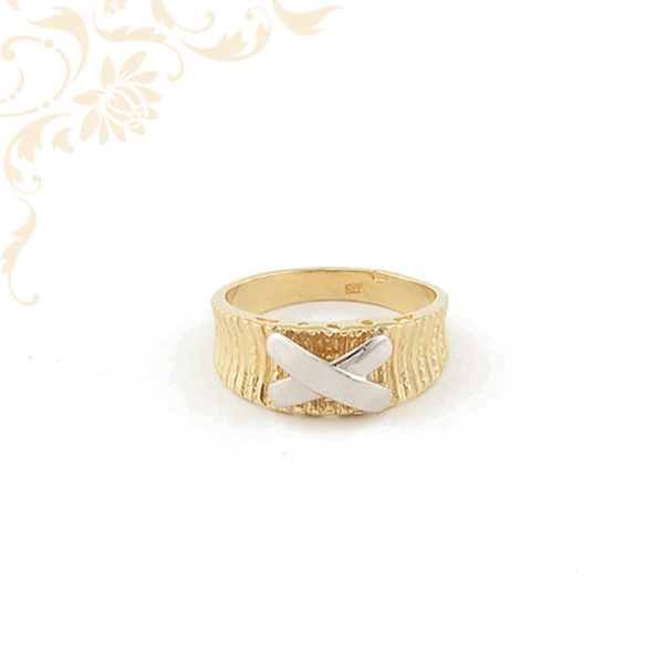 Női arany gyűrű gyémántvésett mintával díszítve